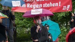 Solo-Selbstständige demonstrieren für mehr Corona-Hilfen.   Bild:Picture Alliance