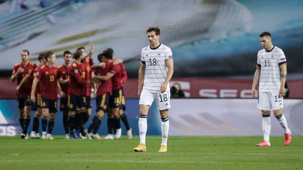 Spanien jubelt, die deutschen Spieler reagieren mit Enttäuschung
