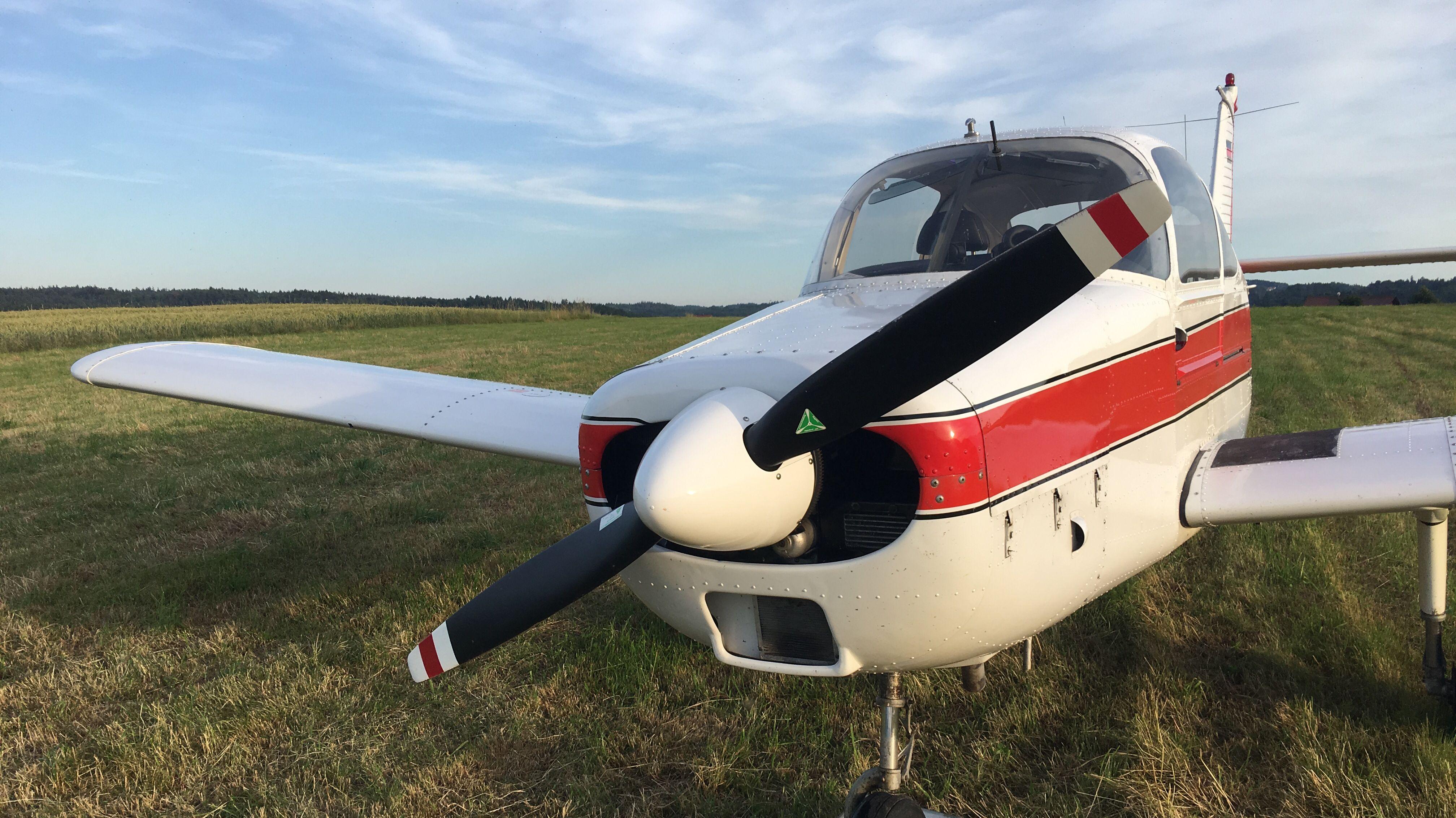 Am Abend musst ein Kleinflugzeug im Landkreis Deggendorf notlanden