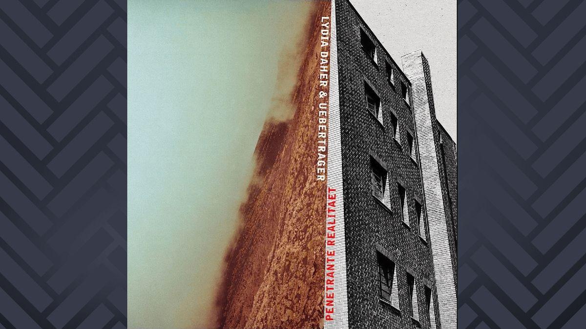 Albumcover: Häuserfassade und Landschaft, die vertikal verlaäuft