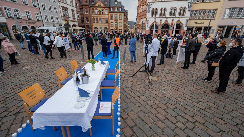 In Rheinland-Pfalz (hier Trier) demonstrierten Dehoga-Mitglieder am 22. Februar 2021 gegen den langen Lockdown.