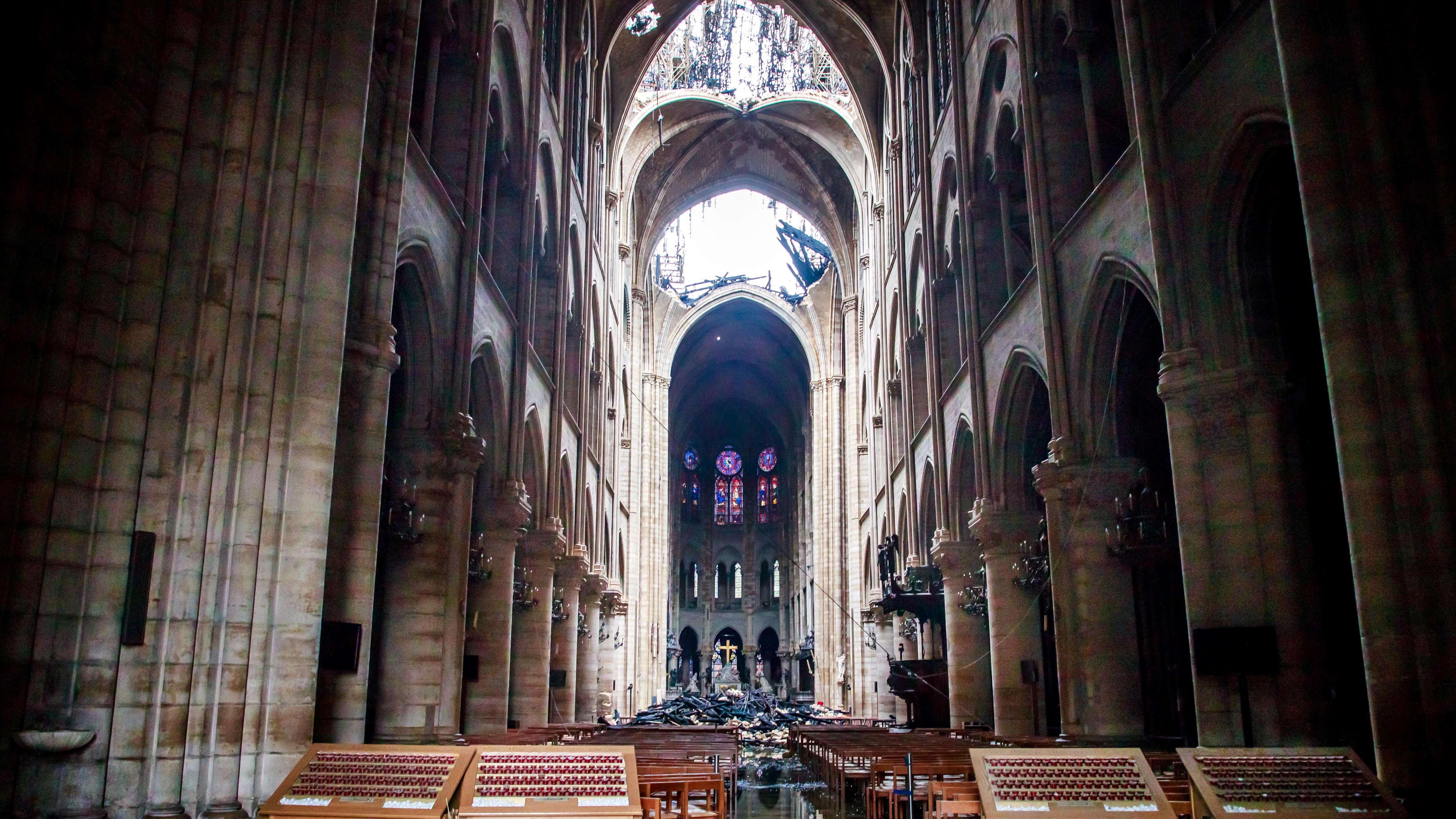 Innenansicht von Notre-Dame nach dem Brand