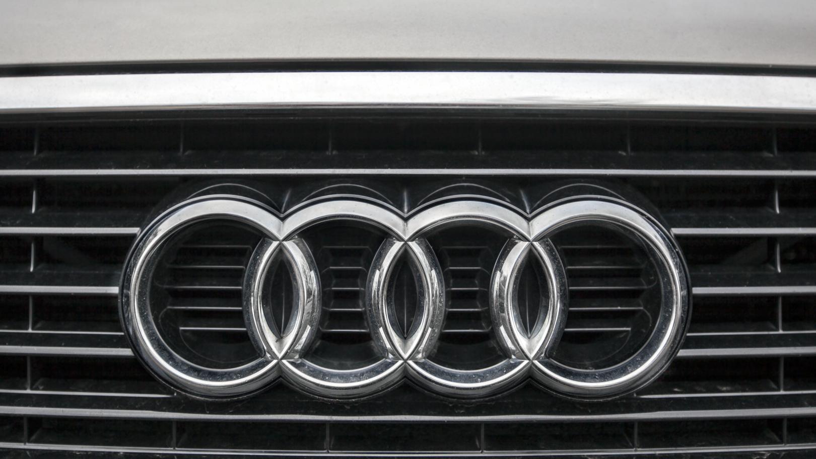 Das Audi-Logo auf einem Kühlergrill