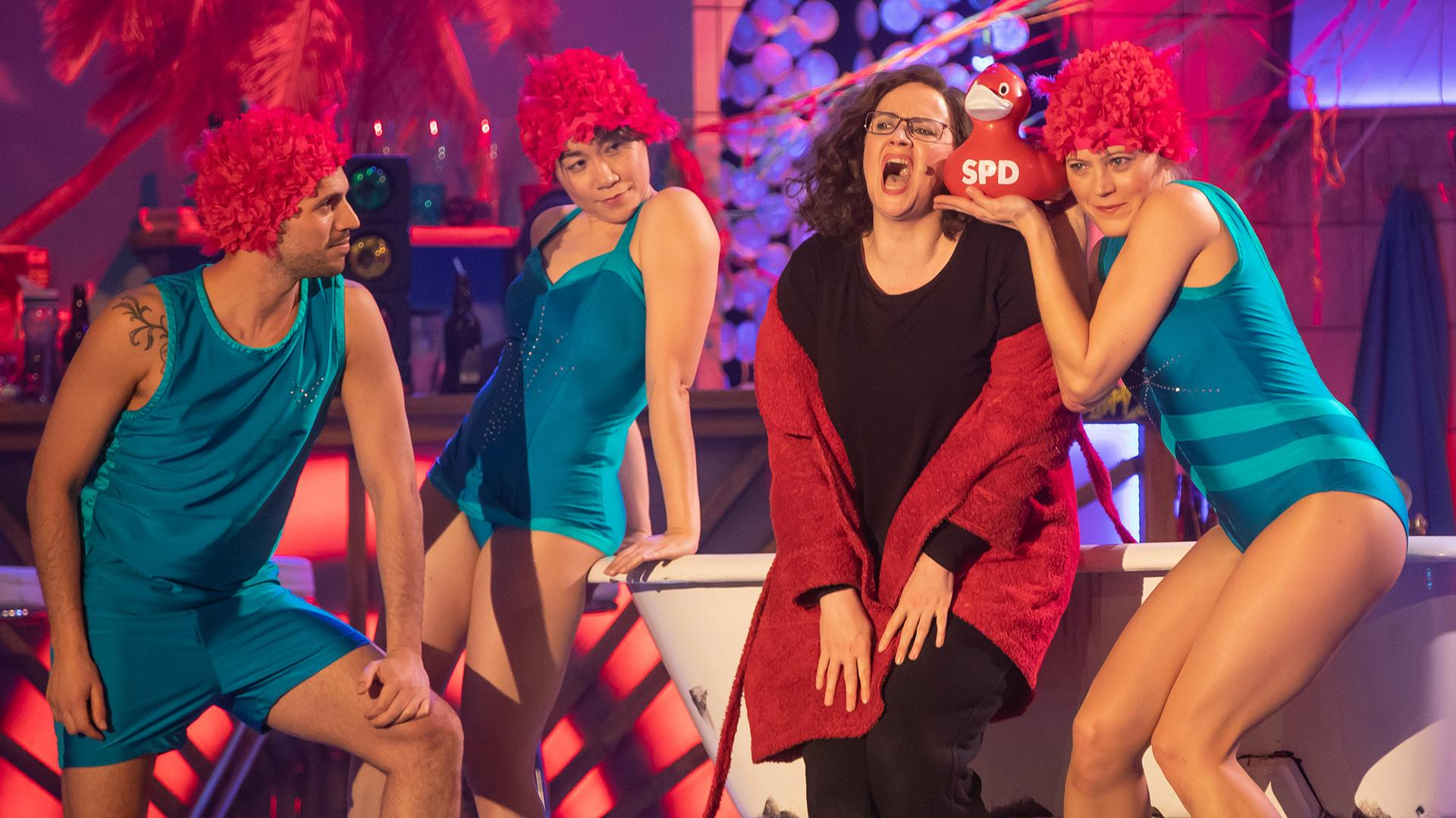 SPD-Chefin Andrea Nahles, gespielt von Nikola Norgauer, ist zum ersten Mal beim Singspiel dabei.