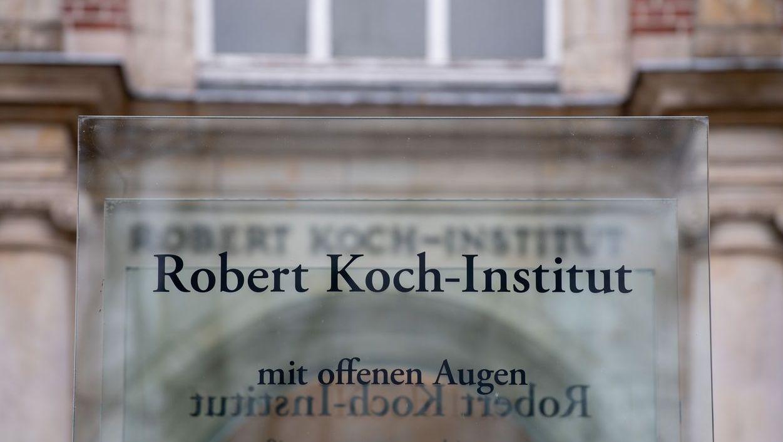 Schild Robert-Koch-Institut: Mit offenen Augen