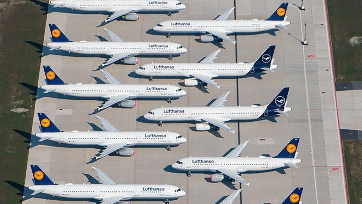 Lufthansa-Flugzeuge am Airport abgestellt