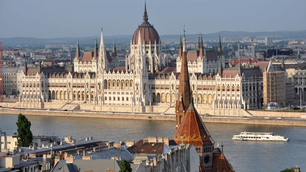 Ungarn - Hauptstadt: Budapest - Einwohner: 9.908.798 (2013) - Amtssprachen: Ungarisch - Währung: Forint (HUF)