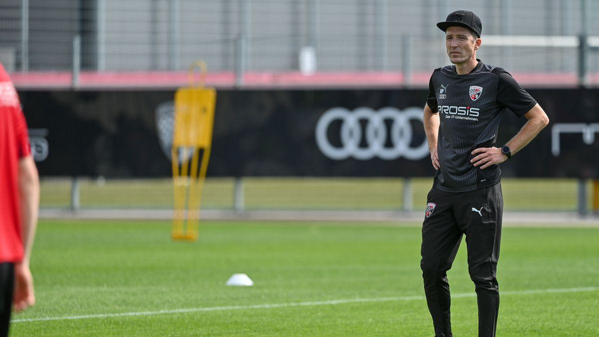 FCI-Coach Roberto Pätzold beim Trainingsauftakt