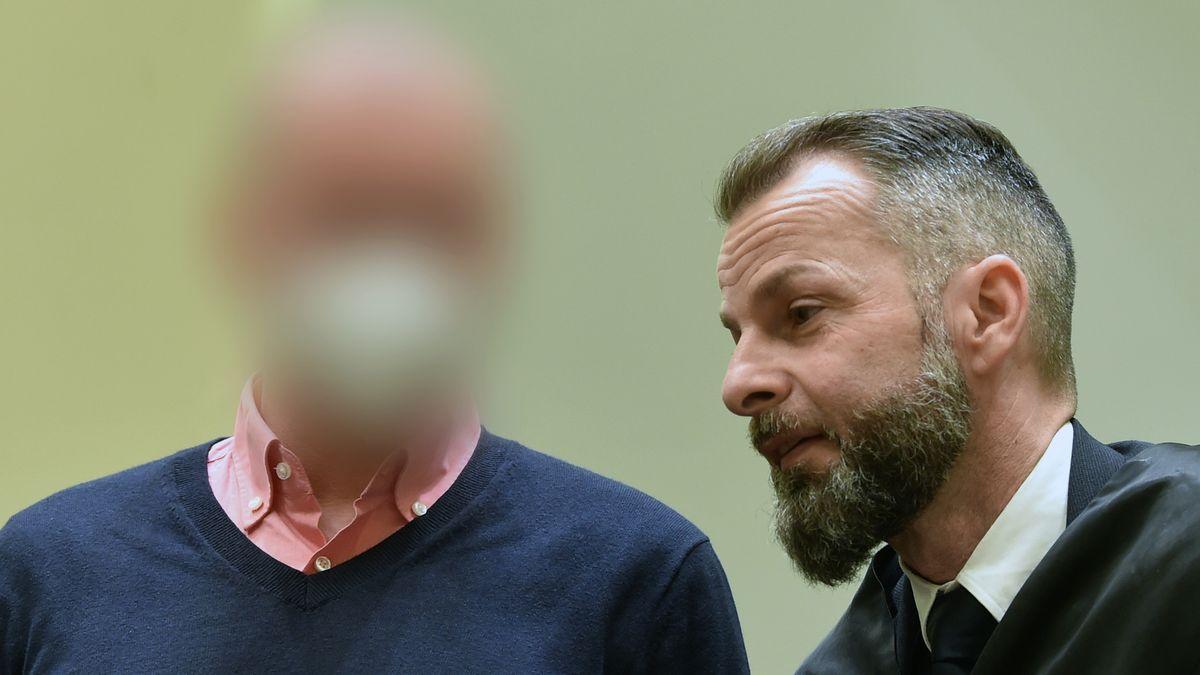 Mark Schmidt und sein Anwalt Alexander Dann während des Prozesses