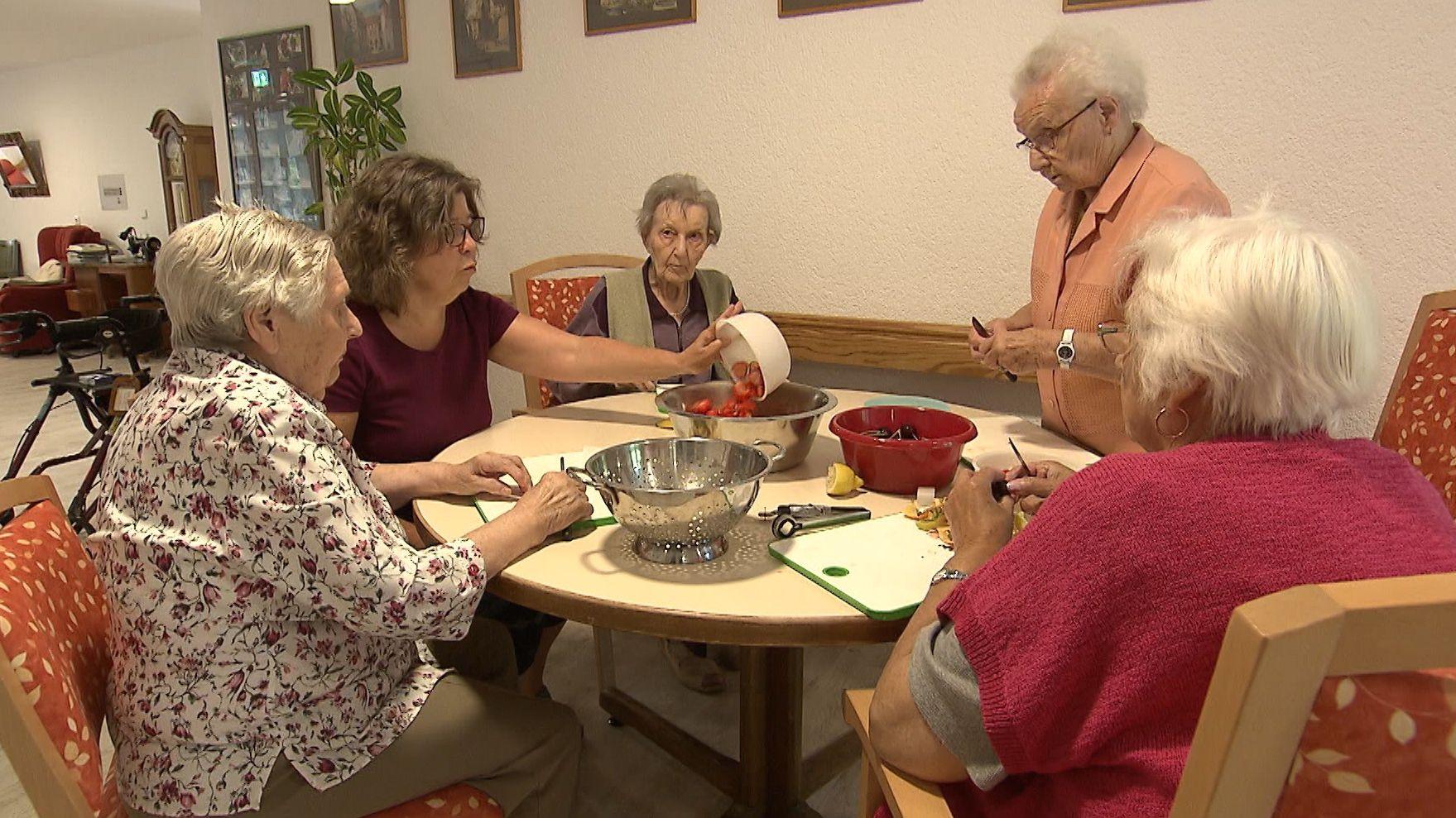 Eine Wohngruppe von Senioren