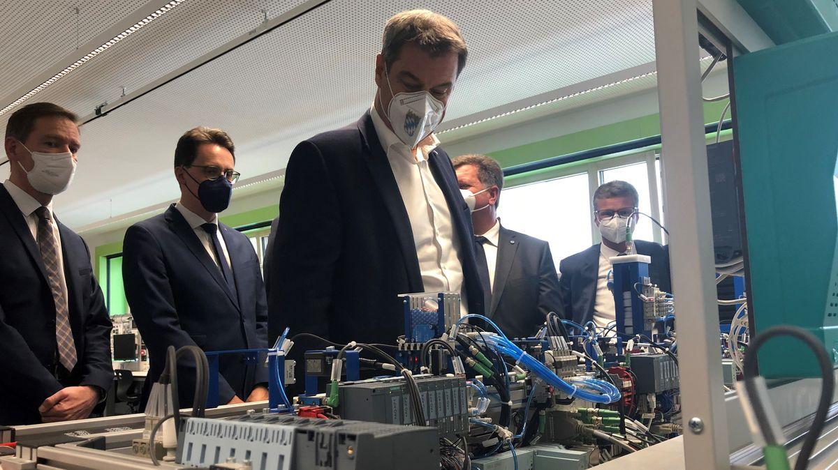 Markus Söder besichtigte die Berufsschule in Deggendorf