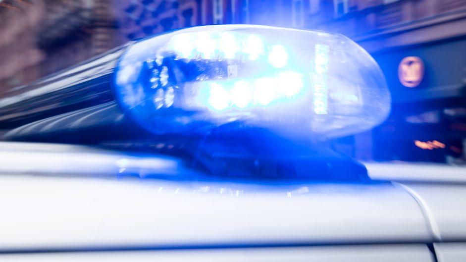 Blaulicht auf Polizei-Streifenwagen (Symbolbild)
