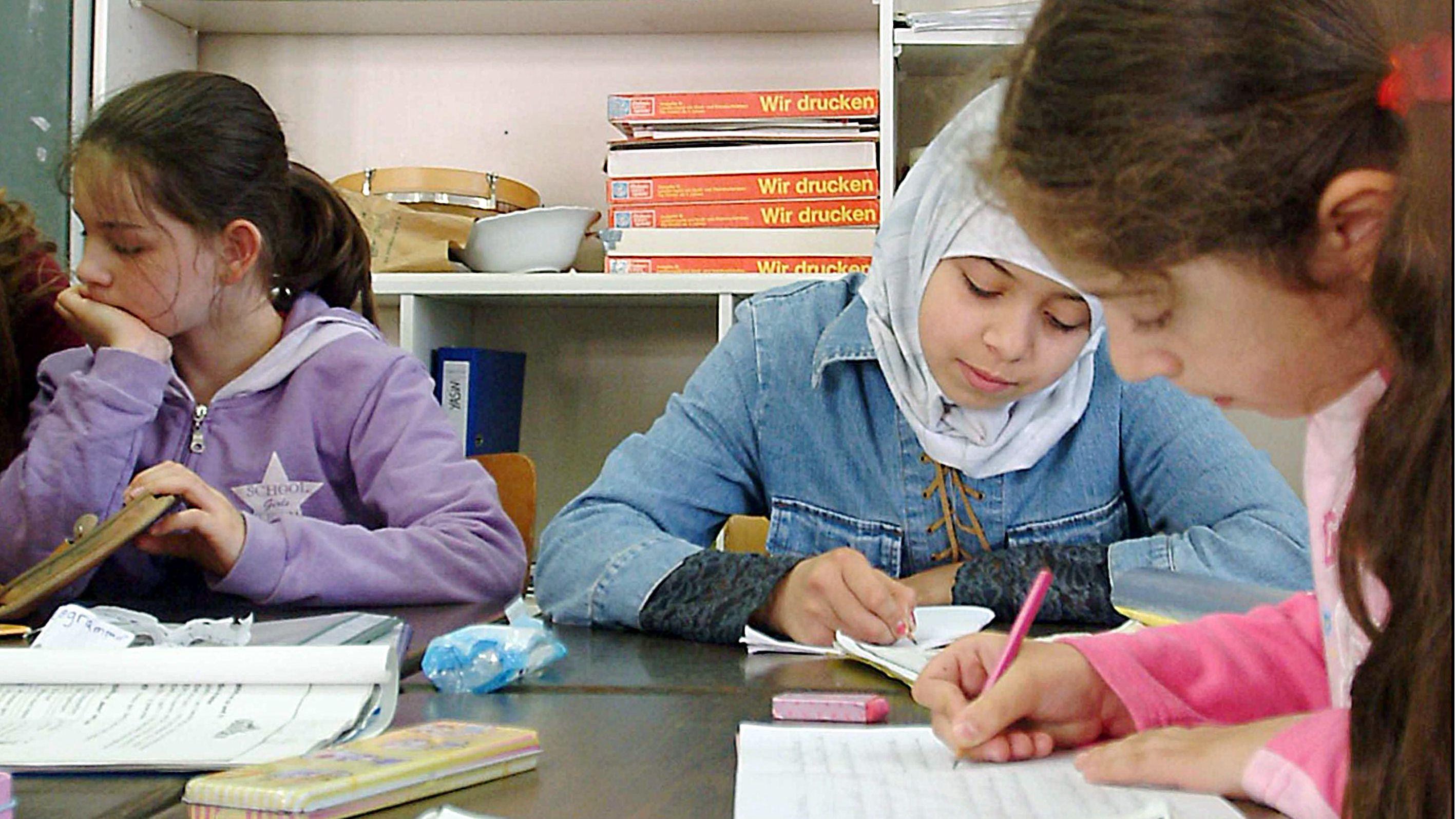 Schülerinnen einer Grundschule in Berlin Kreuzberg
