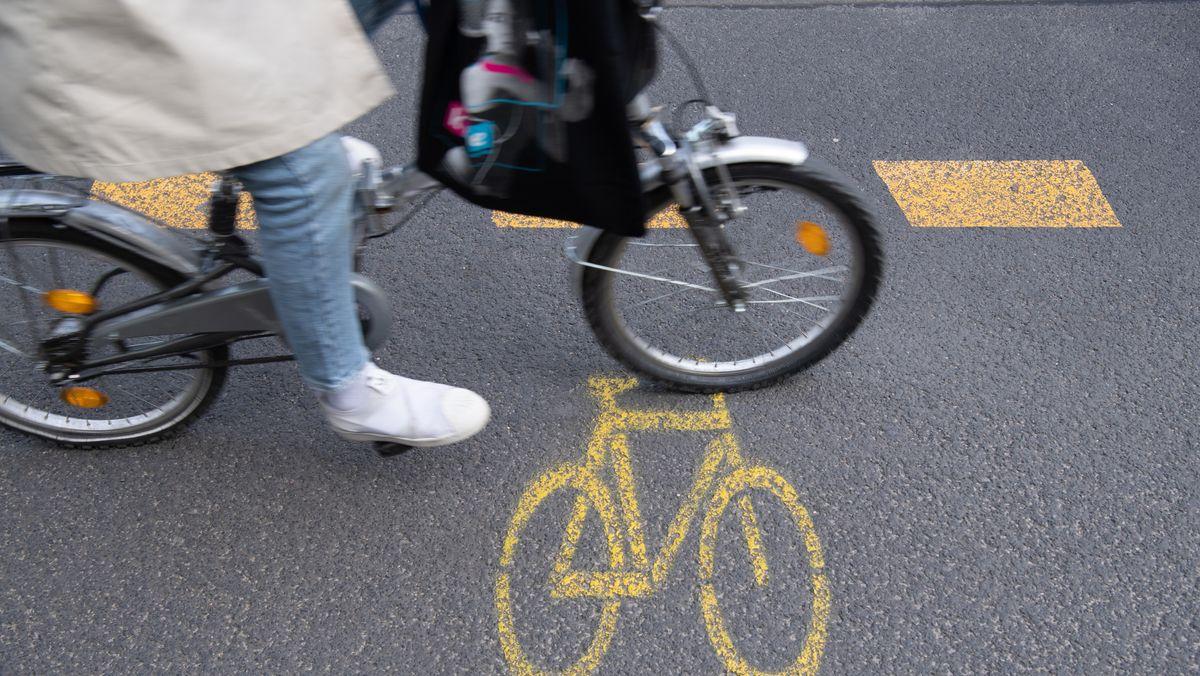Eine Radfahrerin (Symbolbild)