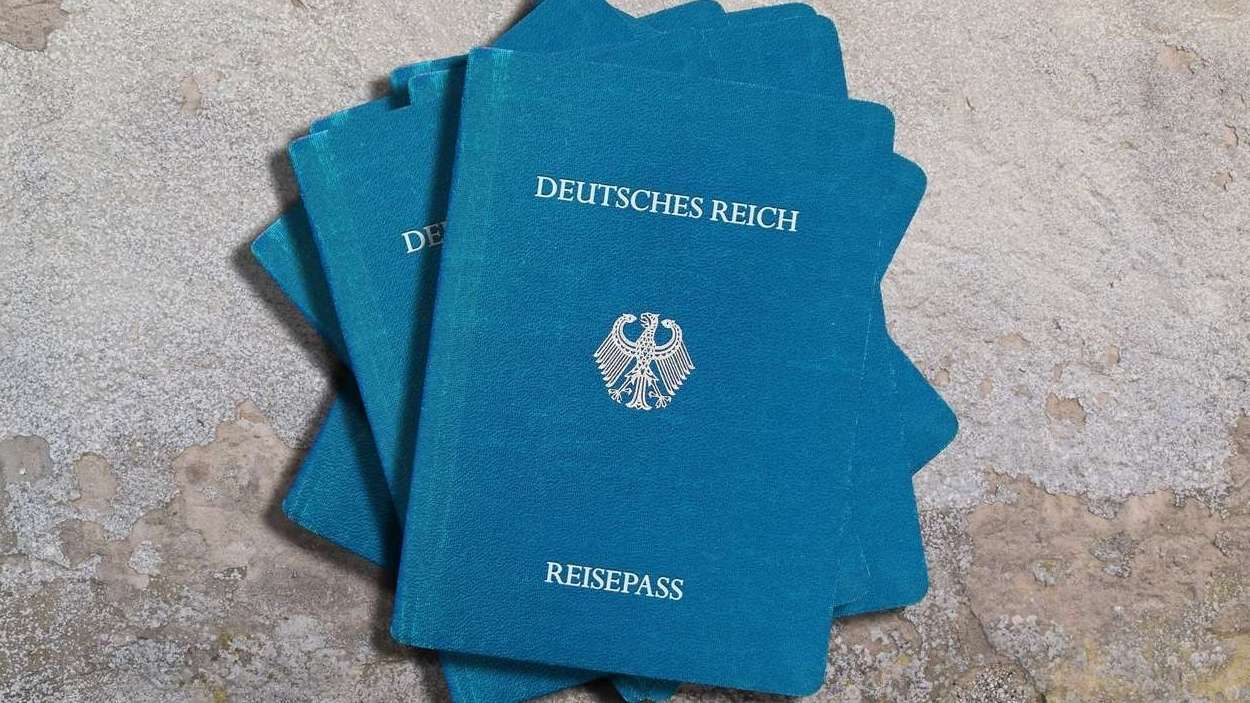 Reichsbürger-Pässe (Symbolbild)