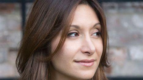 """Jetzt lebt die gebürtige Iranerin in Paris - Dina Nayeri hat """"Der undankbare Flüchtling"""" geschrieben."""