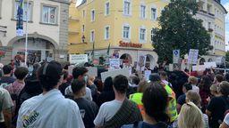 """Demonstration gegen eine Kundgebung der rechtsextremen Partei """"Der Dritte Weg"""" in Würzburg   Bild:News5"""