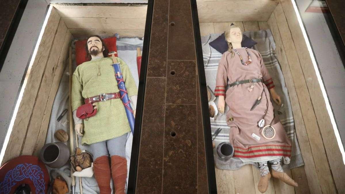Blickfang des Museums in Karlburg war die Rekonstruktion zweier Reihengräber aus Kleinlangheim, etwa aus der Zeit um 600