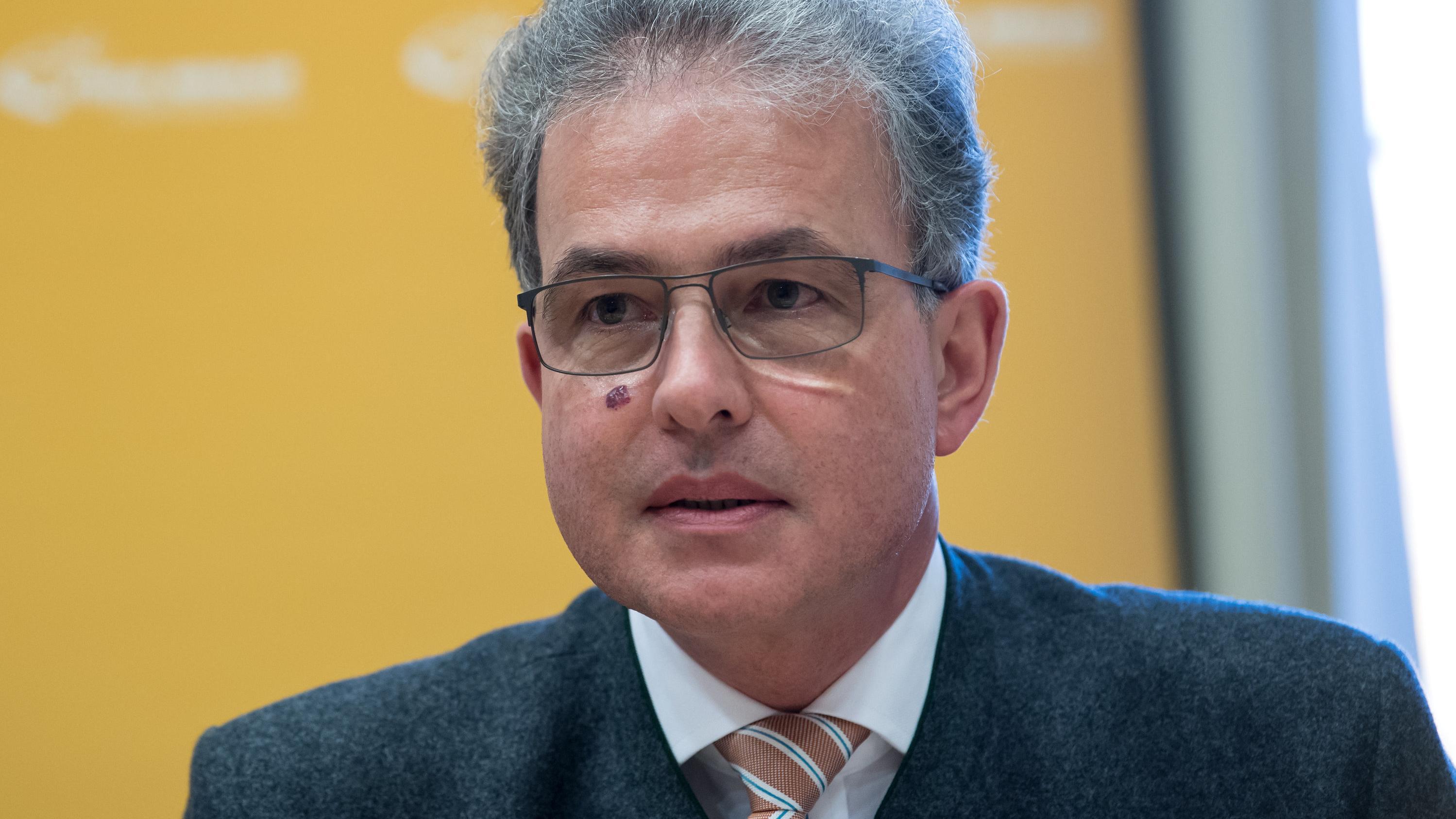 Florian Streibl auf der Freie Wähler-Fraktionssitzung