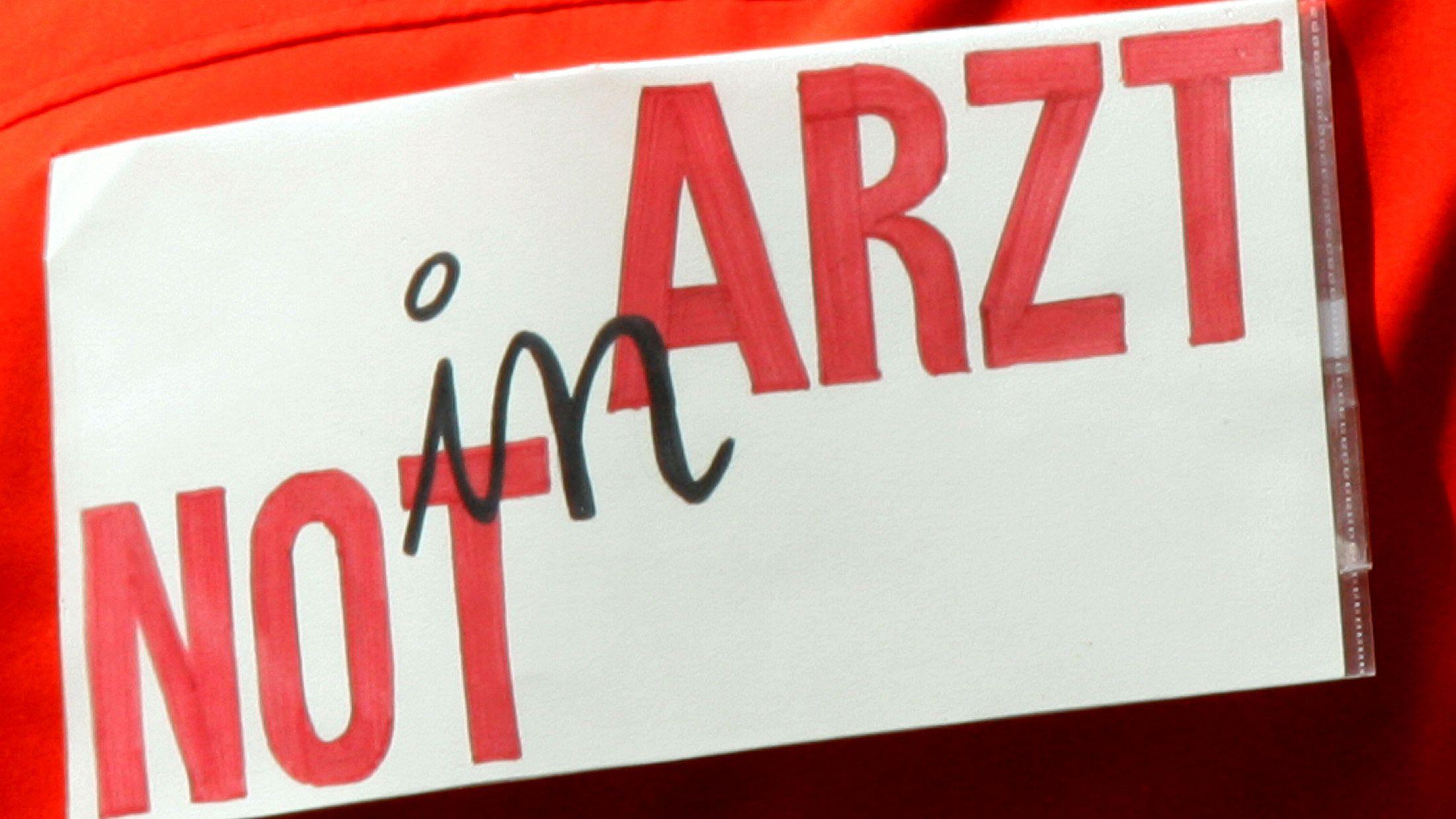 """Transparent auf einer Ärztedemo in München """"Arzt in Not"""" (Archivbild)"""