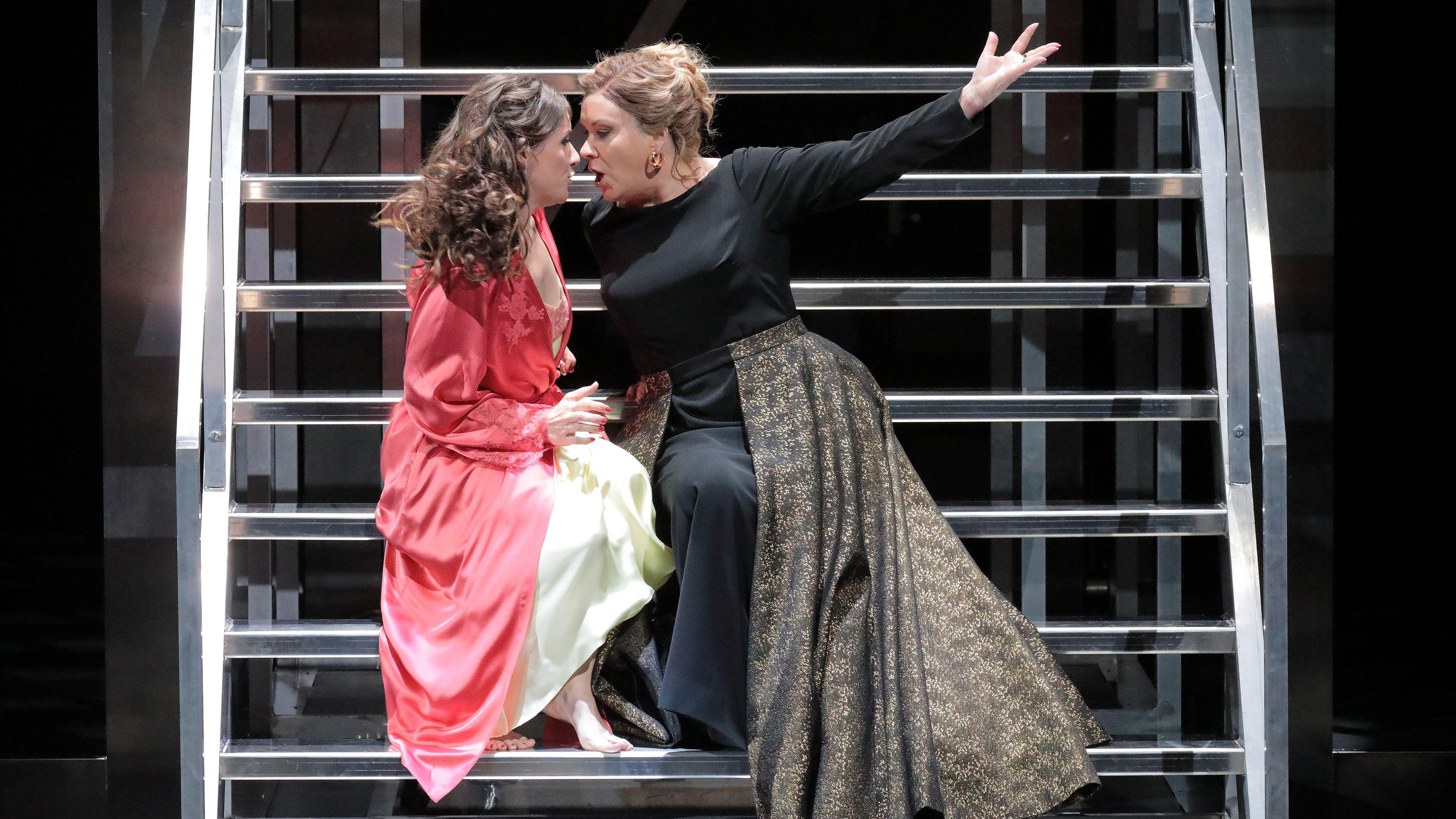 Elsa Benoit (Poppea) und Alice Coote (Agrippina, rechts)