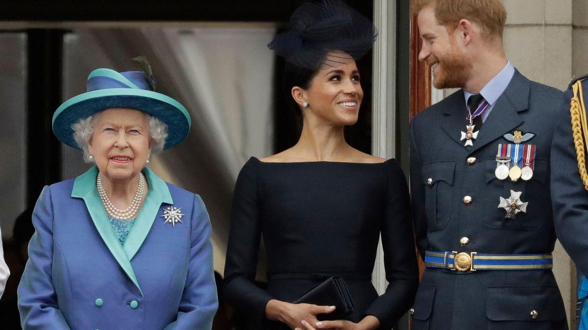 Die britische Königin, Queen Elizabeth II., ihr Enkel, Prinz Harry und seine Frau, Herzogin Meghan
