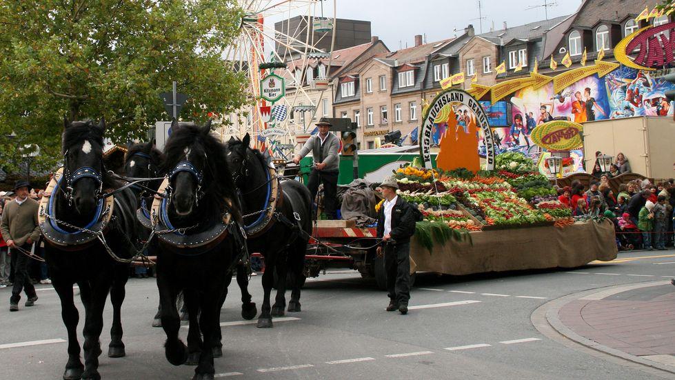 Der Erntedank-Festzug ist ein Höhepunkt der Fürther Michaelis-Kirchweih.