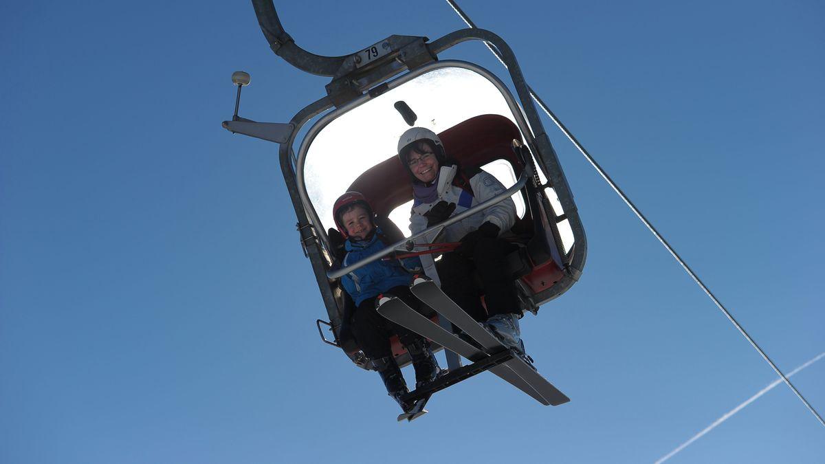 Blick in eine Gondel des Skilifts auf den Ochsenkopf.