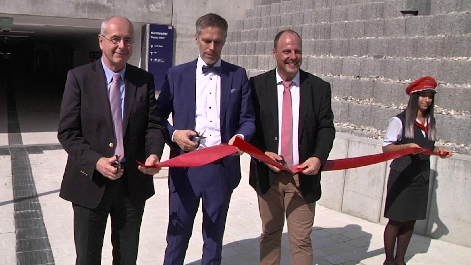 Regierungspräsident Thomas Bauer, Andreas Rudolf von der Deutschen Bahn und Bürgermeister Christian Vogel eröffnen den Osttunnel Südosteingang.