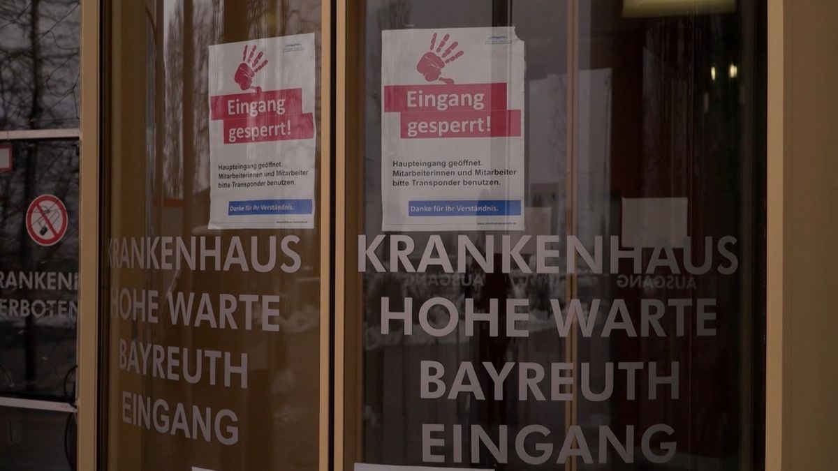 Eingang des Krankenhauses. Hohe Warte in Bayreuth