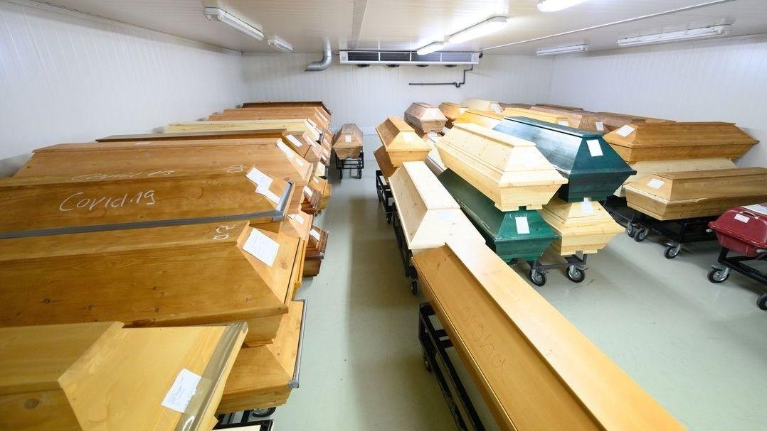 Särge im Krematorium Dresden-Tolkewitz