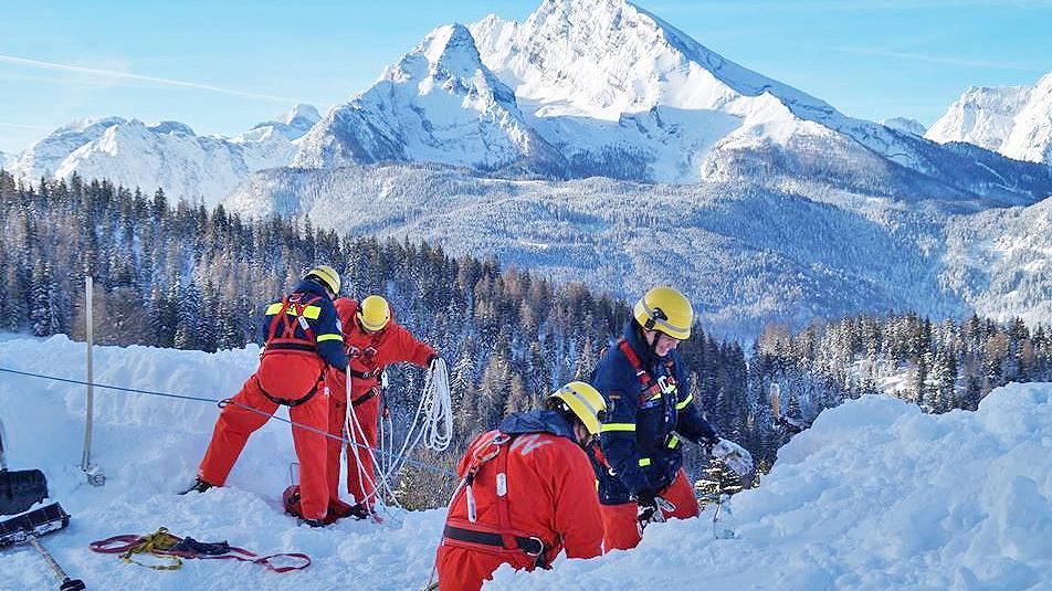 Unterfränkische THW-ler beim Schnee-Einsatz in Schönau