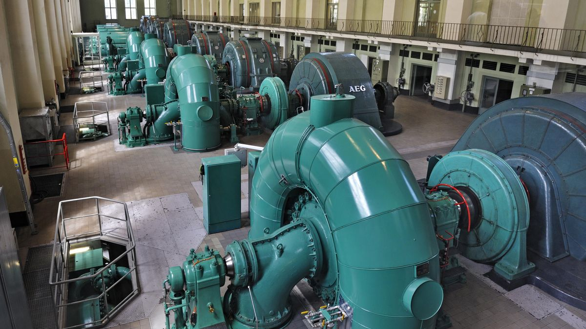 Walchenseekraftwerk: Halle mit Turbinen