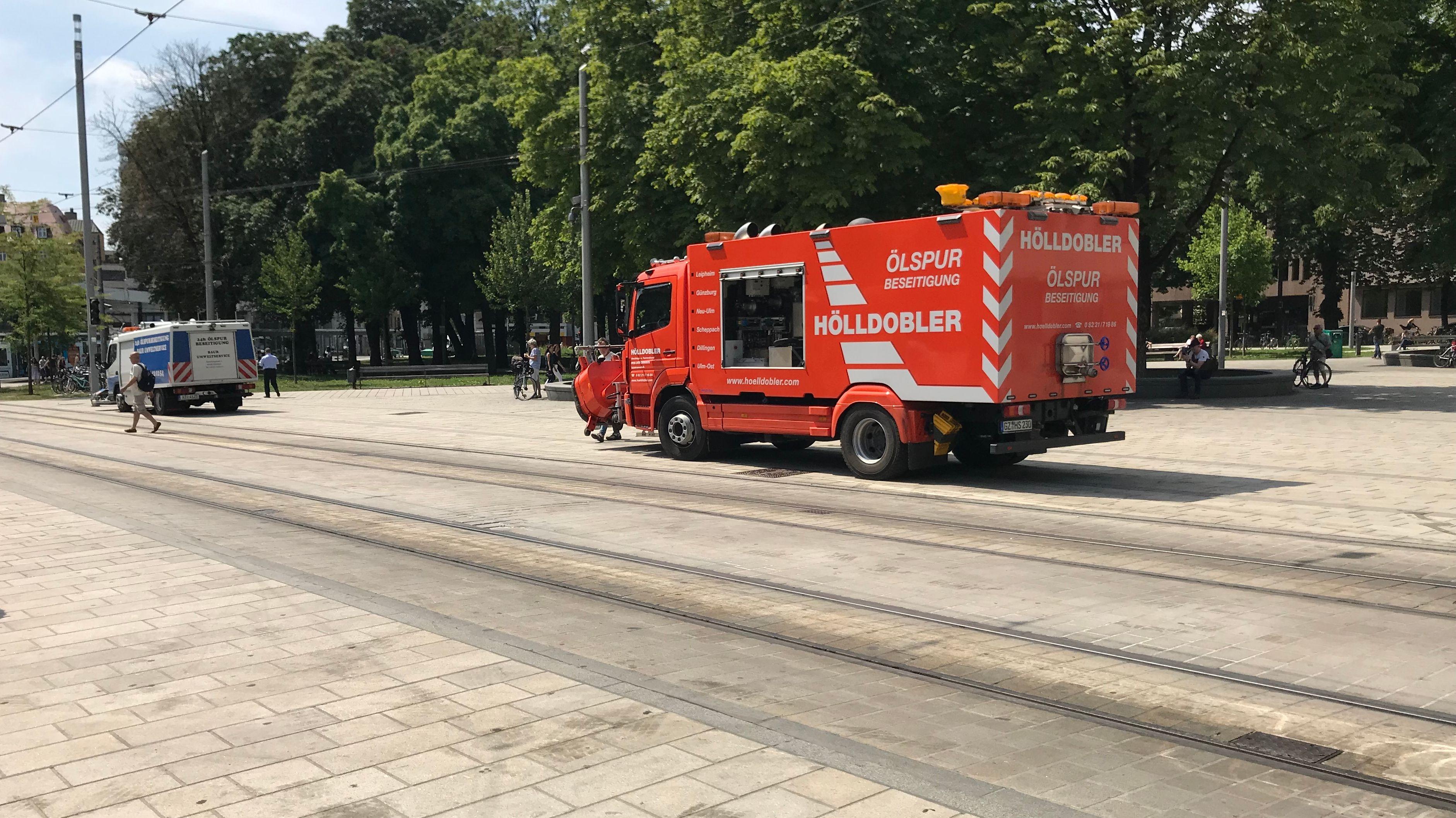 Spezialreinigungsfahrzeug am Augsburger Königsplatz.