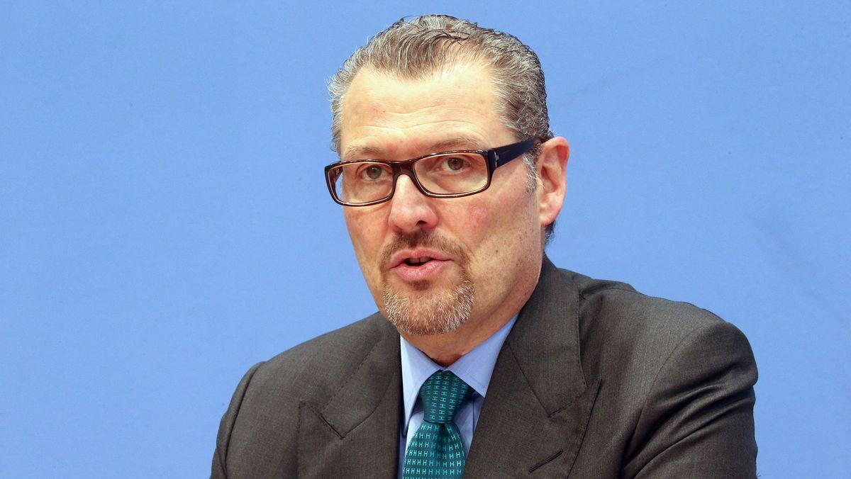 Porträtaufnahme von Rainer Dulger aus dem Jahr 2019 in der Bundespressekonferenz