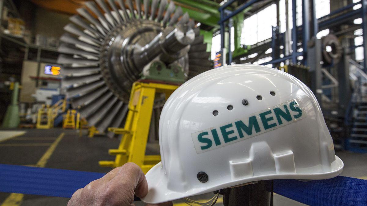 Eine Gasturbine und ein Helm von Siemens
