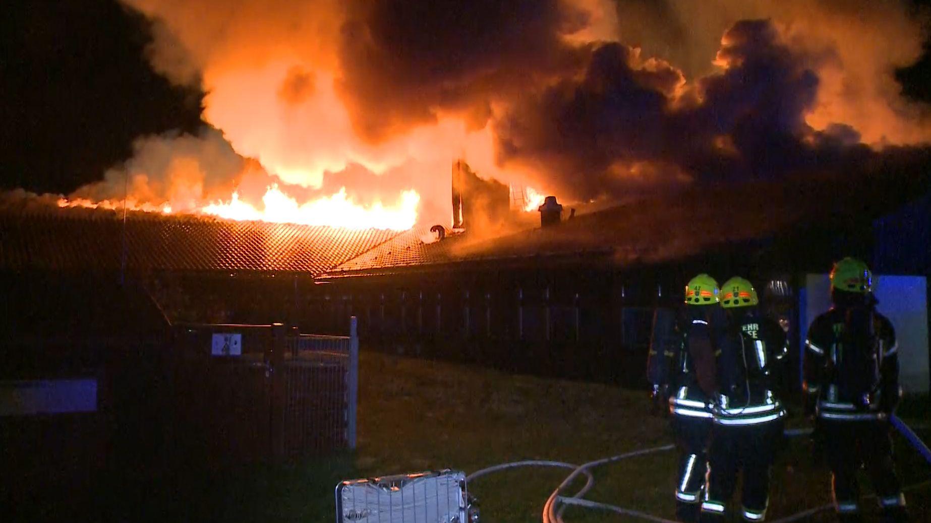 Die Christophorus-Grund- und Mittelschule auf der Buchenhöhe oberhalb von Berchtesgaden ist niedergebrannt, das Gebäude nicht mehr zu retten.