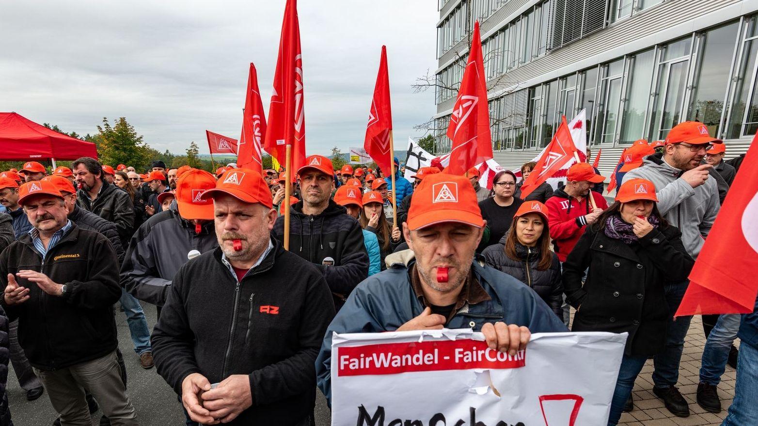Im November demonstrierte die IG-Metall vor der Conti-Zentrale in Hannover, auch Mitarbeiter aus Roding waren dabei