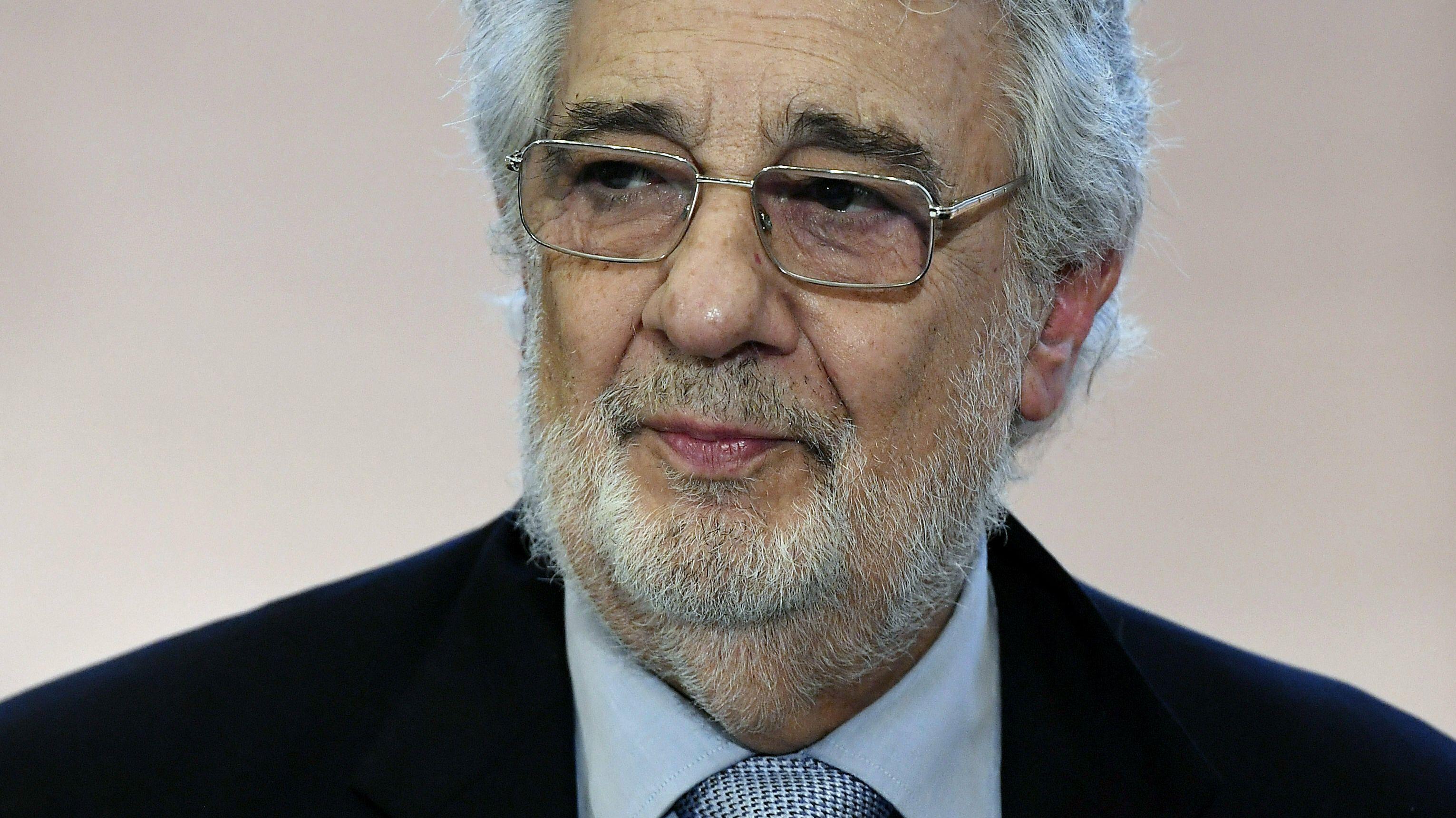 Plácido Domingo blickt aus dem Bild heraus