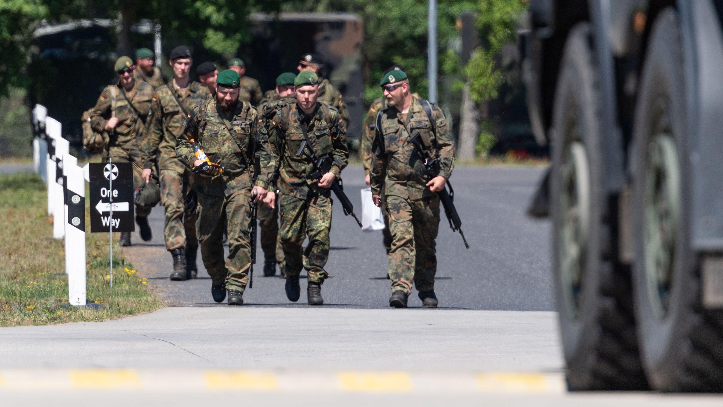 Die Zahl der mit PFC kontaminierten Militärstandorte der Bundeswehr in Deutschland und den USA nimmt zu.