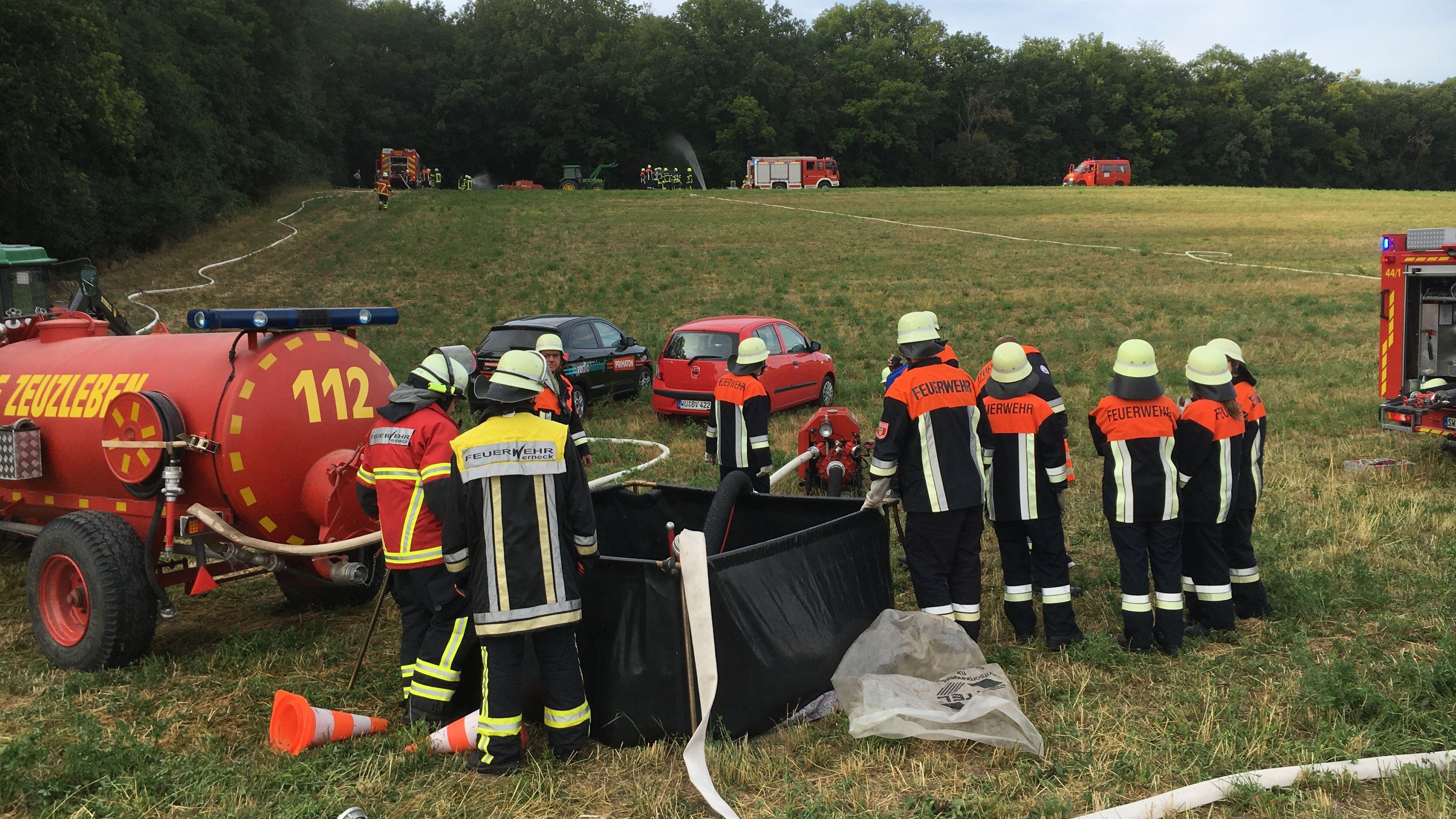 120 Feuerwehrleute üben Waldbrand-Einsatz in Werneck