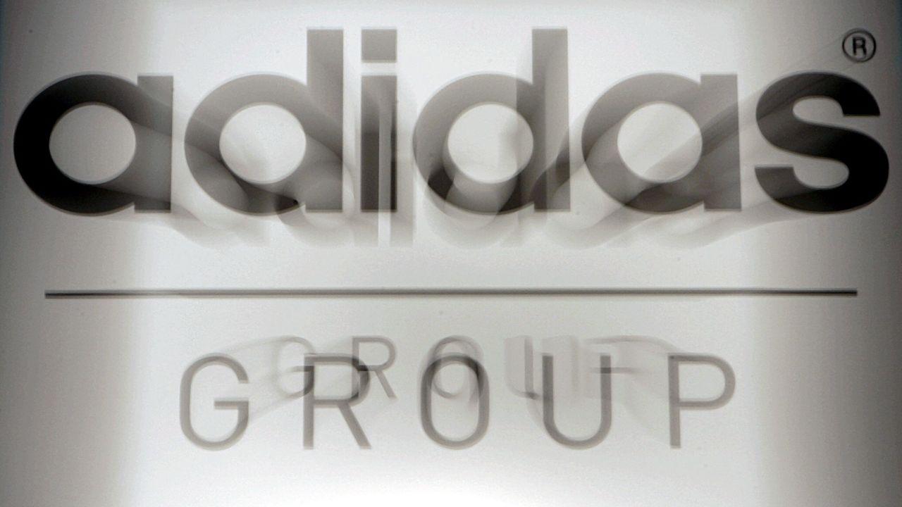 Verschwommenes Firmenemblem der Adidas Group