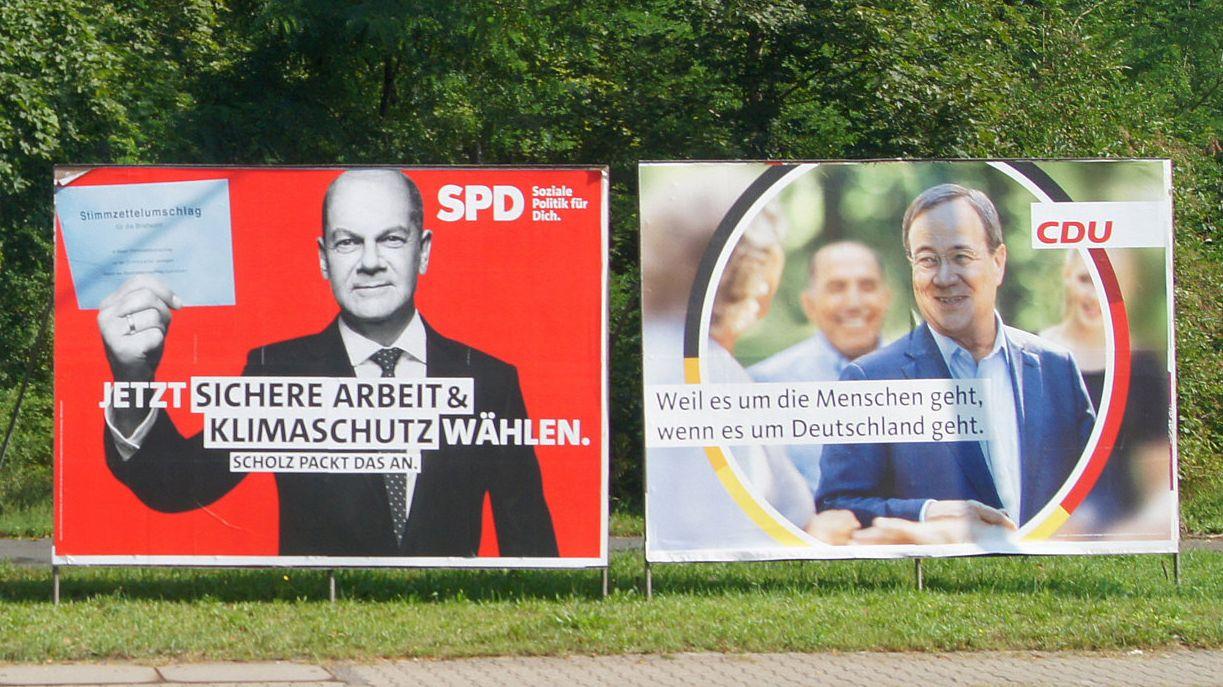 Wahlplakate von SPD und Union