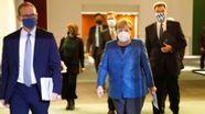 Bundeskanzlerin Angela Merkel (CDU, M) kommt am 28.10.2020 zu einer Pressekonferenz im Bundeskanzleramt nach einem Treffen mit den Ministerpräsidenten der Länder zum weiteren Vorgehen in der Corona-Pandemie.    Bild:pa/dpa/Reuters Pool/Fabrizio Bensch