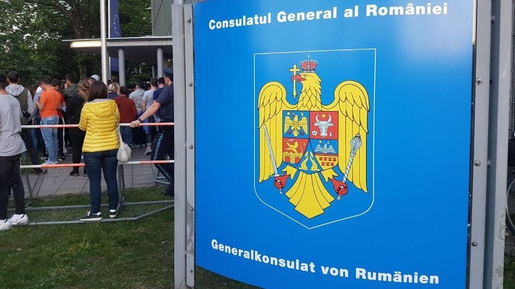 Großer Andrang am Generalkonsulat von Rumänien am Wahlabend in München.