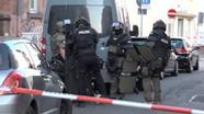 Polizeieinsatz in Aschaffenburg - hier wurde ein bewaffneter Mann überwältigt, der Geiseln genommen hatte.    Bild:BR - Videostandbild