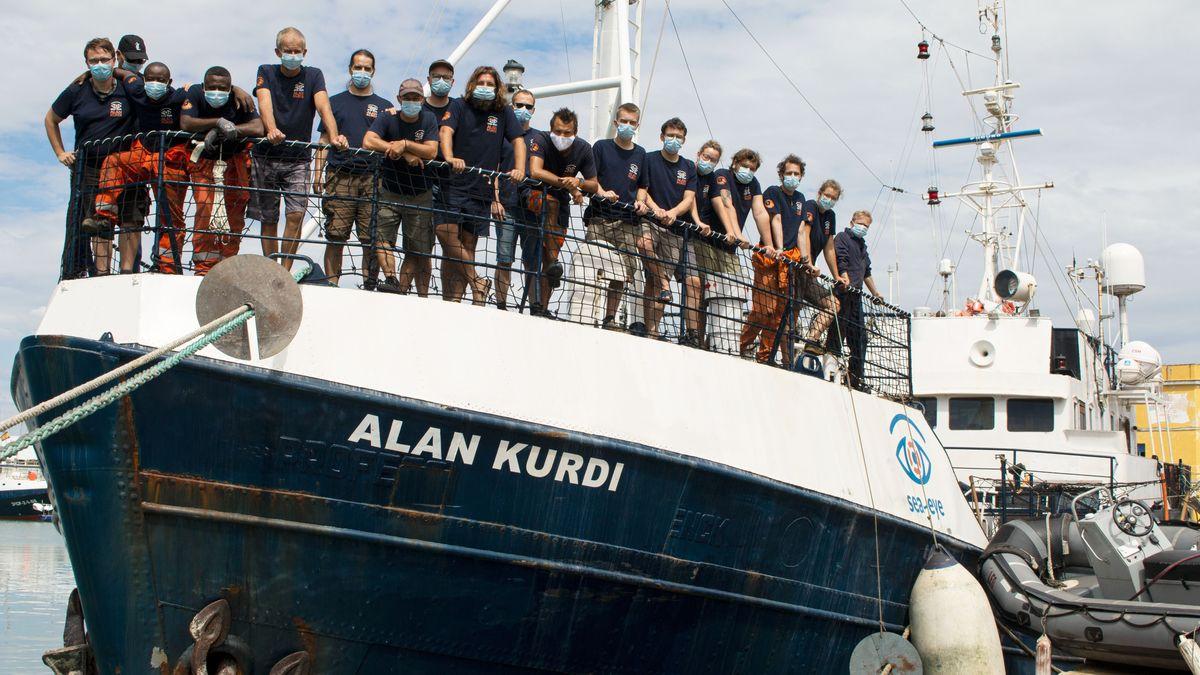 """Die Besatzung auf der """"Alan Kurdi"""""""