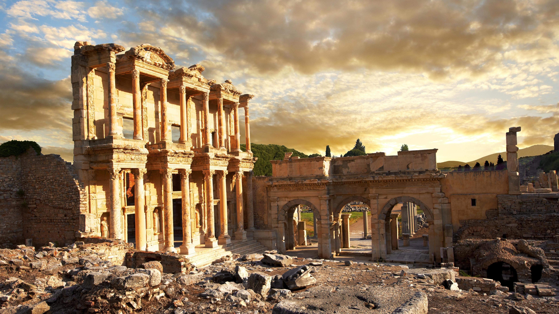 Celsus-Bibliothek bei Sonnenaufgang, Ruinen von Ephesos, Türkei