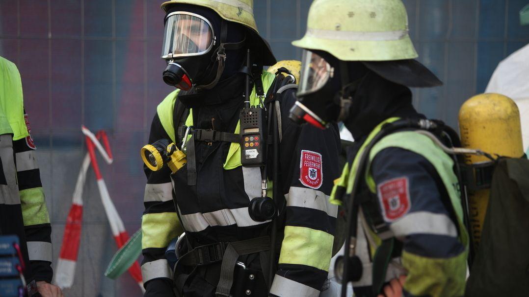 Feuerwehr mit Atemschutz (Symbolbild)
