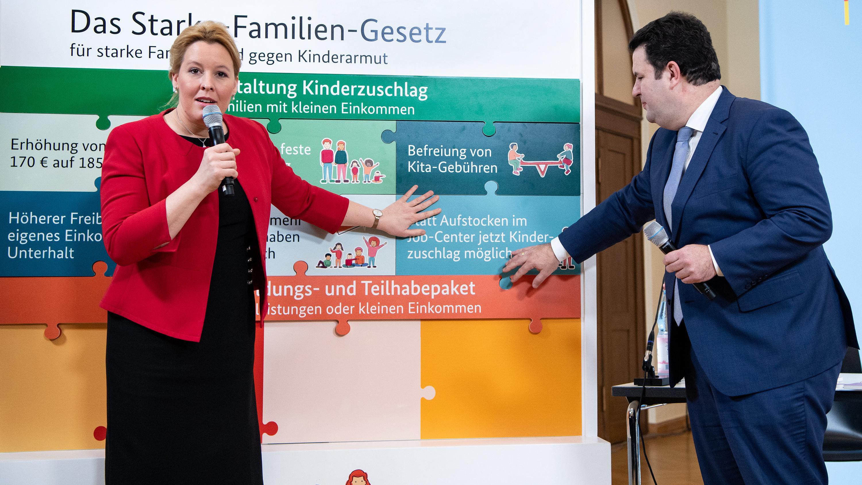 """Die Bundesminister Giffey und Heil stellen das """"Starke-Familien-Gesetz"""" vor"""